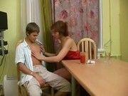 Сын лижет русской маме киску